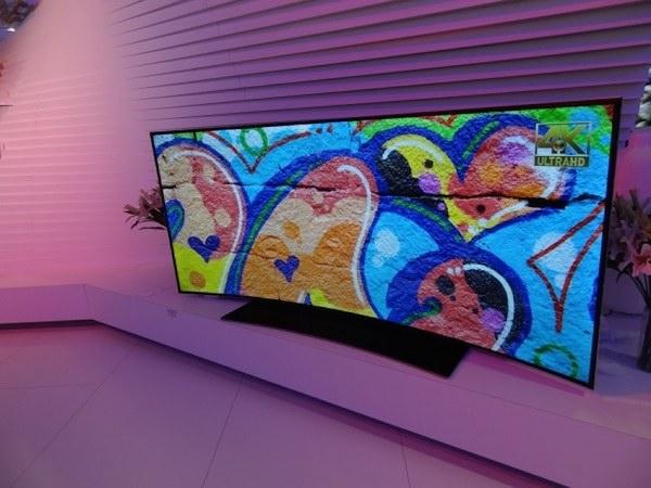"""vestel 17 09 2014 - Vestel: LCD 105"""" UHD 21:9 e OLED curvo"""