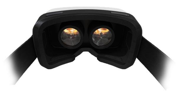 vrone2 13 10 14 - Carl Zeiss VR One: visore VR per smartphone