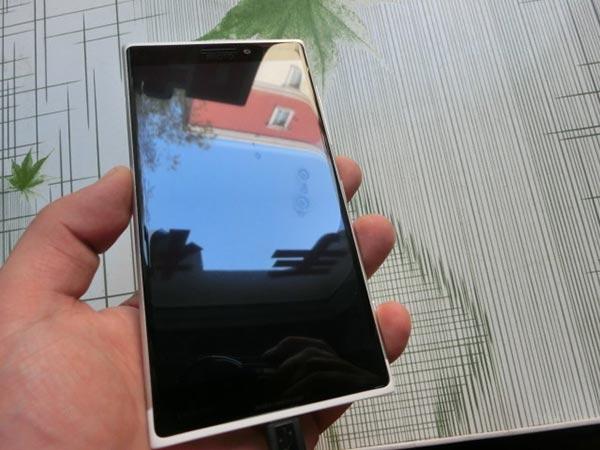 lumia 3 01 12 2014 - Prime immagini del Lumia 1030?