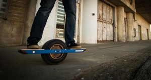 onewheel evi 16 01 2015 300x160 - Onewheel: skateboard elettrico con app mobile