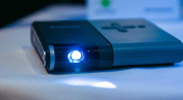 lenovopico1 03 03 14 - Lenovo Pocket Projector: pico-proiettore Miracast