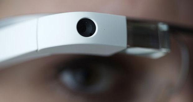googeglass1 27 04 15 - Google Glass 2.0 insieme a Luxottica