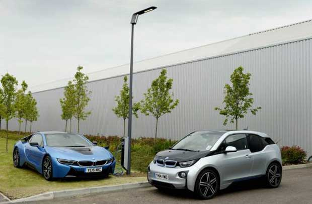 bmw1 19 06 15 - BMW Light & Charge: lampioni LED per ricaricare le auto