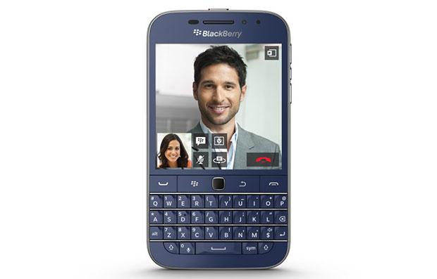 blackberry classic 03 97 2015 - BlackBerry Classic: presto disponibile l'edizione blu cobalto