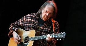 neil young 16 07 2015 300x160 - Neil Young: lo streaming audio ha una qualità terribile