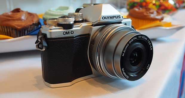 olympus e m10mark2 evi 25 08 15 - Olympus E-M10 Mark II: 16MP con stabilizzatore 5 assi