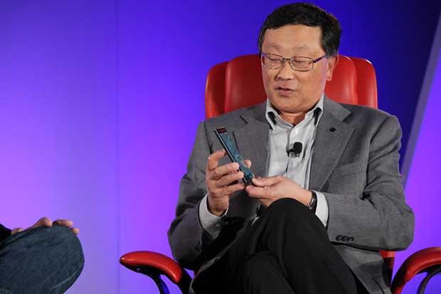blackberry2 12 10 15 - BlackBerry: addio smartphone se non tornano i profitti