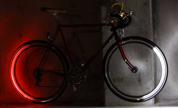 "revolights1 23 10 15 - Revolights: luci LED Bluetooth ""smart"" per la bici"