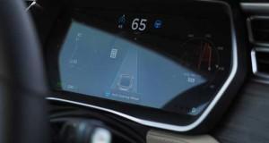 tesla autopilot evi 28 10 15 300x160 - Tesla Autopilot: approvato l'uso su strada anche in Italia