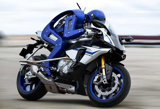 yamaha motobot 1 29 10 15 - Yamaha Motobot: pilota robot pronto a sfidare Rossi