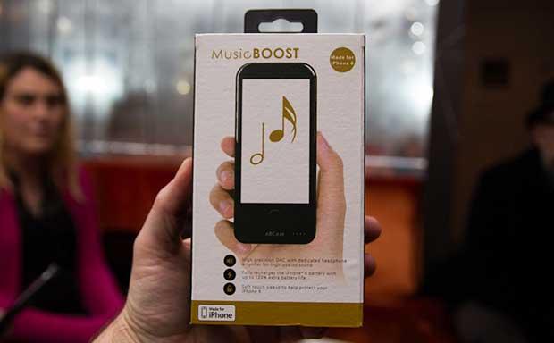 arcam musicboost1 06 11 15 - Arcam MusicBoost: cover DAC e ampli cuffie per iPhone 6