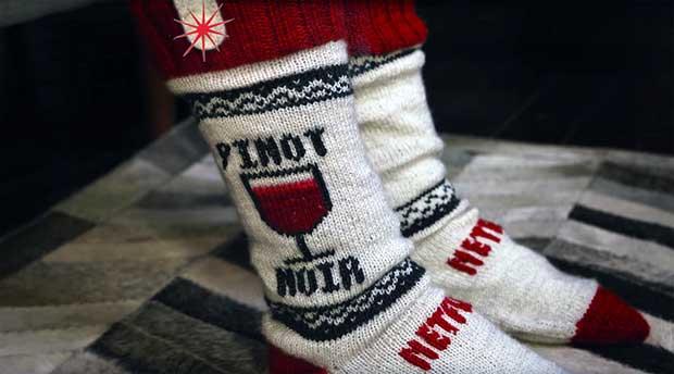 """netflix socks1 18 12 15 - Netflix Socks: calzini che """"pausano"""" Netflix durante il sonno"""