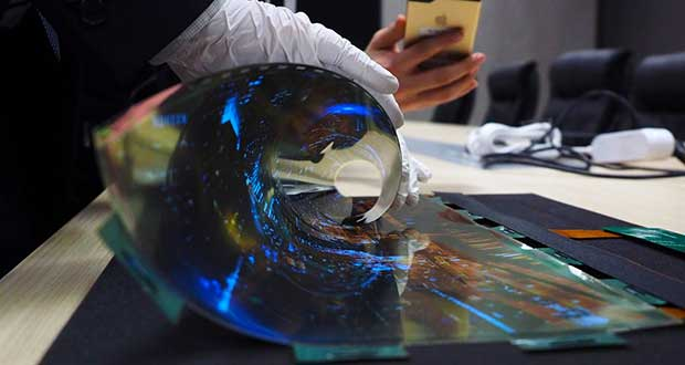 lg oled arrotolabile1 07 01 16 - LG: prototipo OLED arrotolabile da 18 pollici