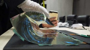 lg oled arrotolabile3 07 01 16 300x168 - LG: prototipo OLED arrotolabile da 18 pollici