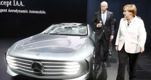 mercedes evi 25 01 16 300x160 - Mercedes: sorprendenti progressi di Google e Apple nelle auto