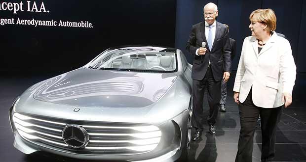 mercedes evi 25 01 16 - Mercedes: sorprendenti progressi di Google e Apple nelle auto
