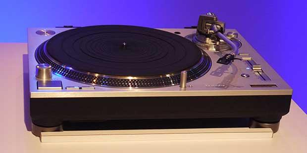 technics sl1200 4 05 01 16 - Technics SL-1200: il ritorno del giradischi a trazione diretta