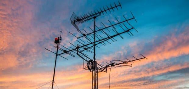 antenne 5g 04 02 2016 - Mediaset si scaglia contro le frequenze 5G
