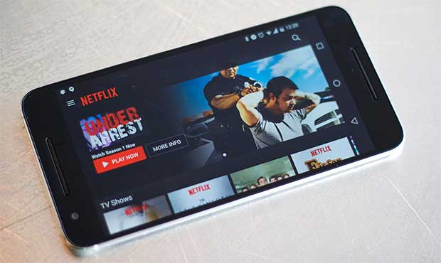 "netlix smartphone 25 02 16 - Netflix: nuova app iOS e presto ""second screen"" per iOS e Android"