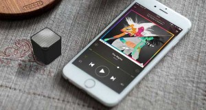 neoqube evi 08 03 16 300x160 - Neoqube: mini speaker/vivavoce Bluetooth e telecomando selfie