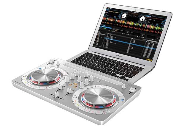 pioneer consoledj 2 23 03 16 - Pioneer DDJ-WeGo3: console per mixare con iPad e da Spotify