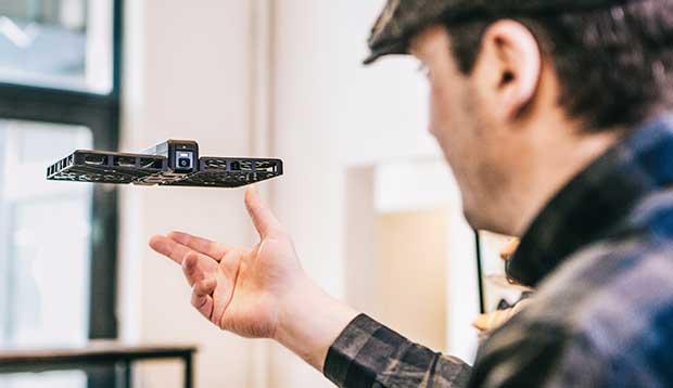 hover camera 2 26 04 16 - Hover Camera: mini drone ripiegabile e con riprese 4K
