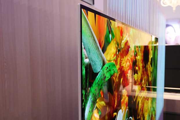 "panasonic ez1000 3 03 01 17 - Panasonic EZ1000: OLED 65"" con Ultra HD Premium, THX e ISF"