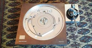 technics SP 1000R 7 08 01 18 300x158 - Technics SL-1000R: giradischi Hi-End con base SP-10R